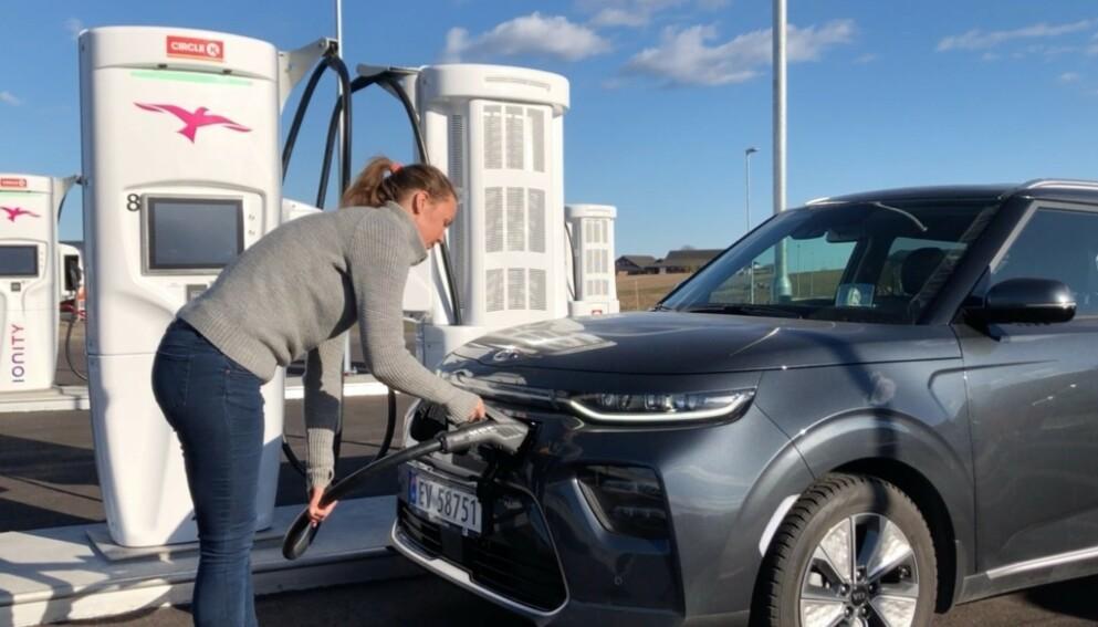 LYNLADING: Ionity kan levere inntil 350 kW, og er dermed godt skodd for framtidige ladehastigheter. Stadig flere biler kan lade med hastigheter på mer enn 100 kW. I denne saken får du oversikten! Foto: Fred Magne Skillebæk