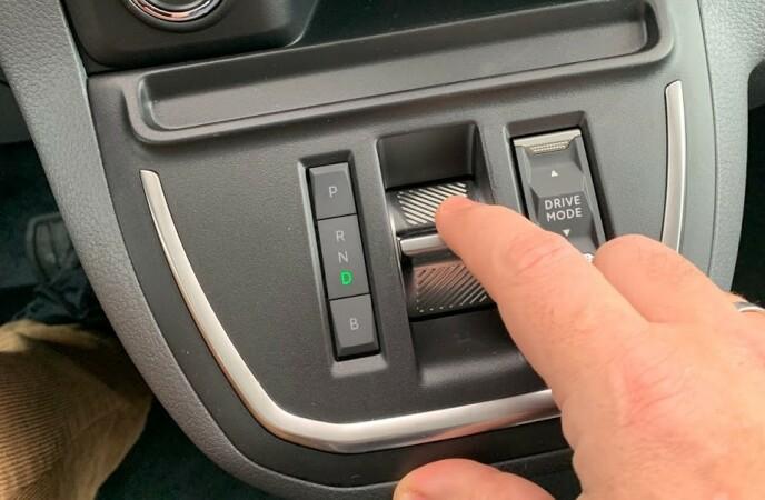GIRVELGER: I tillegg til å velge gir med vippebryteren, kan du velge kjøremodus: Eco, Normal og Power. Foto: Bjørn Eirik Loftås