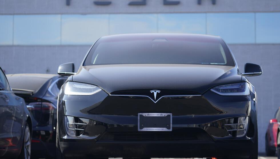 Tesla sikret seg overskudd for første gang i fjor. Men analytikerne ble skuffet over siste kvartal. Foto: David Zalubowski / AP / NTB