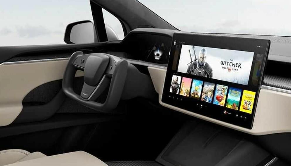 KAN BLI REALITET: EU utelukker ikke at det firkantede Tesla-rattet er innenfor gjeldende lovgivning. Amerikanske myndigheter er foreløpig tilbakeholdne. Foto: Tesla