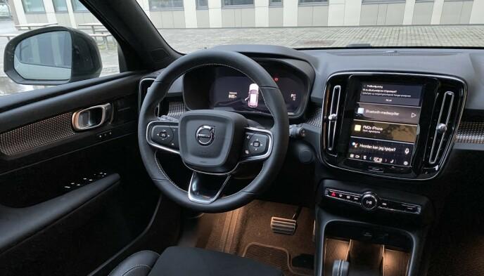 STOR SKJERM: Infotainment-skjermen i Volvo måler 12,3 tommer, og er godt egnet til apper av ymse slag. Foto: Fred Magne Skillebæk