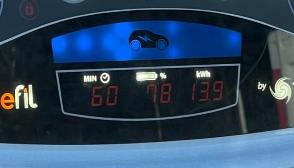 EKSTREMT: Fra 58 til 78 prosent kapasitet på én time i hurtigladeren. Det er ekstremt sakte. Foto: Bjørn Eirik Loftås