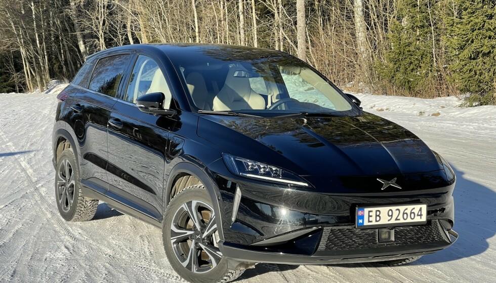 TESLA-INSPIRERT: Xpeng G3 har hentet inspirasjon fra Tesla, både på inn- og utsiden. Foto: Bjørn Eirik Loftås