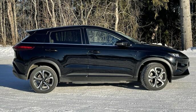 ROMSLIG: Bilen har sin plass i kompaktklassen, men er for eksempel 20 centimeter lengre enn Hyundai Kona, som befinner seg i samme prisklasse. Foto: Bjørn Eirik Loftås