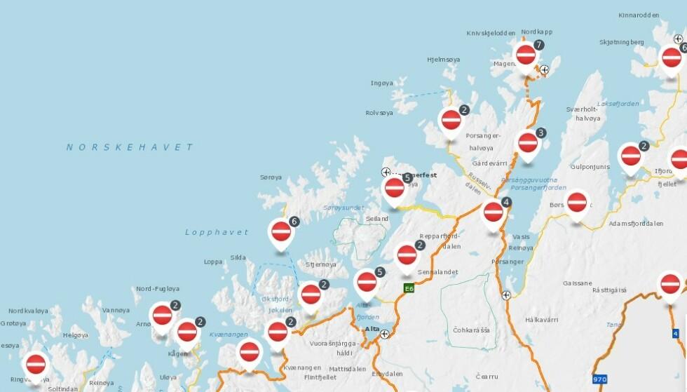 MYE STENGT: Kyststrøkene i Troms og Finnmark er spesielt hardt utsatt for uværet, og en rekke veier er stengt. (Skjermdump: Statens Vegvesen)