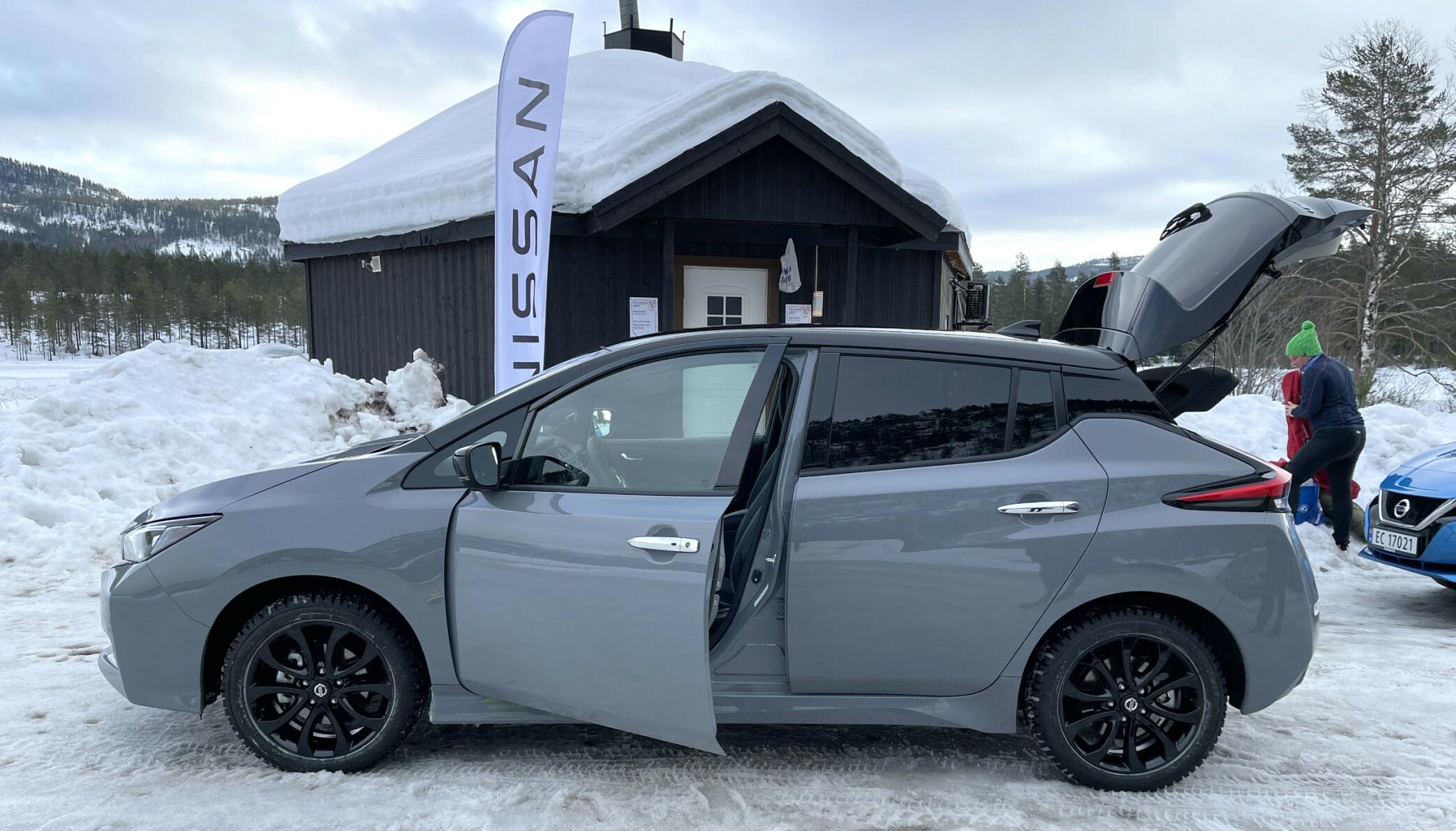 MEST SOLGT: Norges mest solgte elbil, Nissan Leaf, er en av mange modeller som kan kjøpes og hentes ut fra forhandlere på dagen. Foto: Bjørn Eirik Loftås