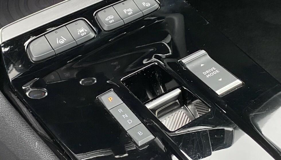 MEKANISK: Opel har valgt å beholde mekaniske knapper på en del funksjoner - heldigvis. Foto: Fred Magne Skillebæk
