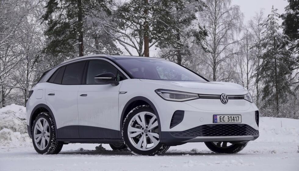 BRED OG HØY: Og det skaper en svært romslig bil innvendig. Foto: Fred Magne Skillebæk