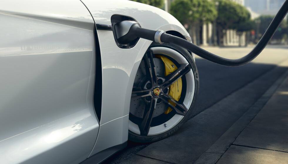 LADEFART: Porsche tilbyr nå justerbar ladefart for deg som har tid til å vente litt lenger. Foto: Porsche