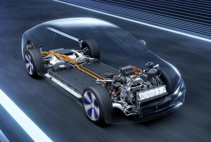 EUROPEISK: Batteripakken produseres i Tyskland, og er i sin helhet montert nederst, mellom for og bakaksel. Ill: Mercedes-Benz