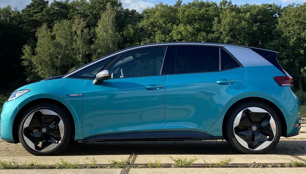BILLIGERE: Nå koster innstegsutgaven av VW ID.3 godt under 300.000 kroner. Foto: Fred Magne Skillebæk