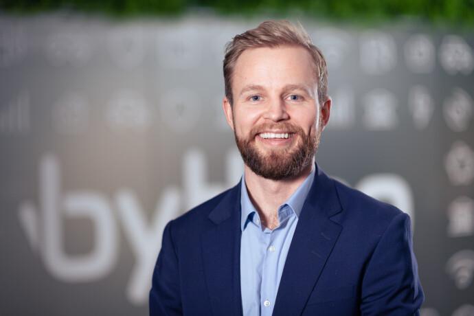 Forsikringsekspert: Daniel August Fritzman i Bytt.no har rangert foriskringsselskapene etter hvor fornøyd kundene er. Foto: bytt.no