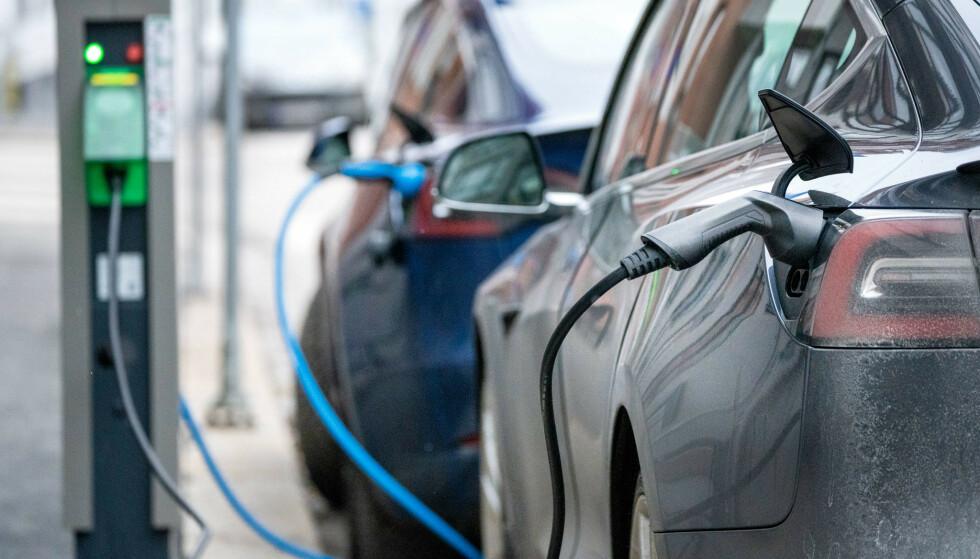 Stadig flere kjøper elbil, viser tall over salget av nye biler i mars. Foto: Gorm Kallestad / NTB