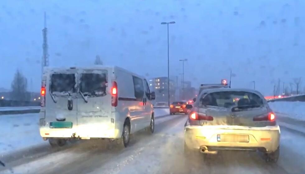 10-20 CENTIMETER: Natt til mandag har det falt mye nedbør som snø på Østlandet, og det ventes å fortsette utover dagen. Arkivfoto: Bjørn Eirik Loftås