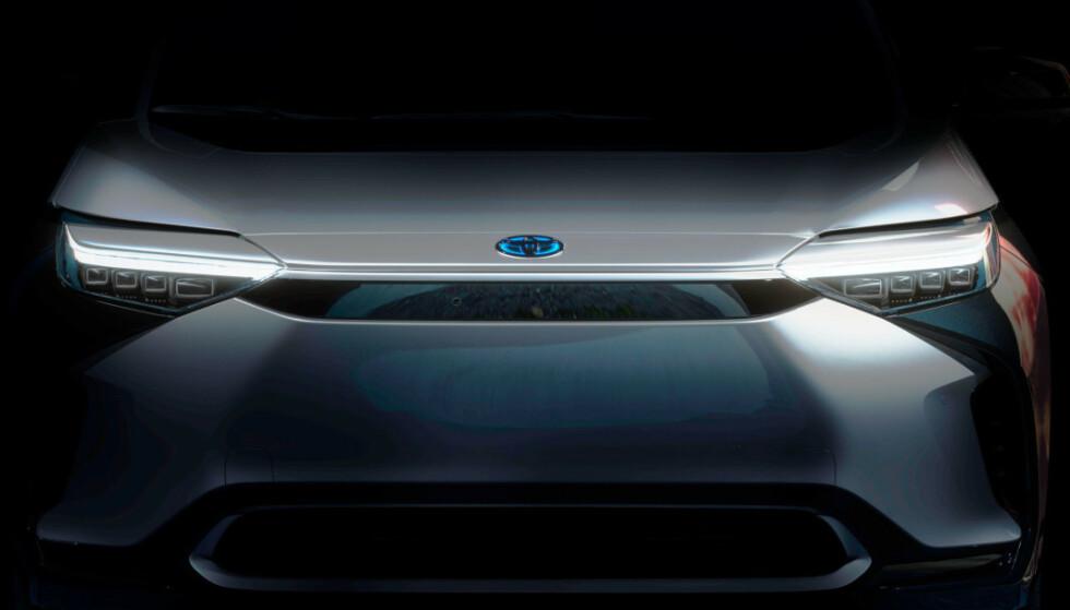 EL-SUV: Toyotas første batterielektriske bil avsløres neste mandag. Her er det første bildet av bilen. Kilde: Toyota
