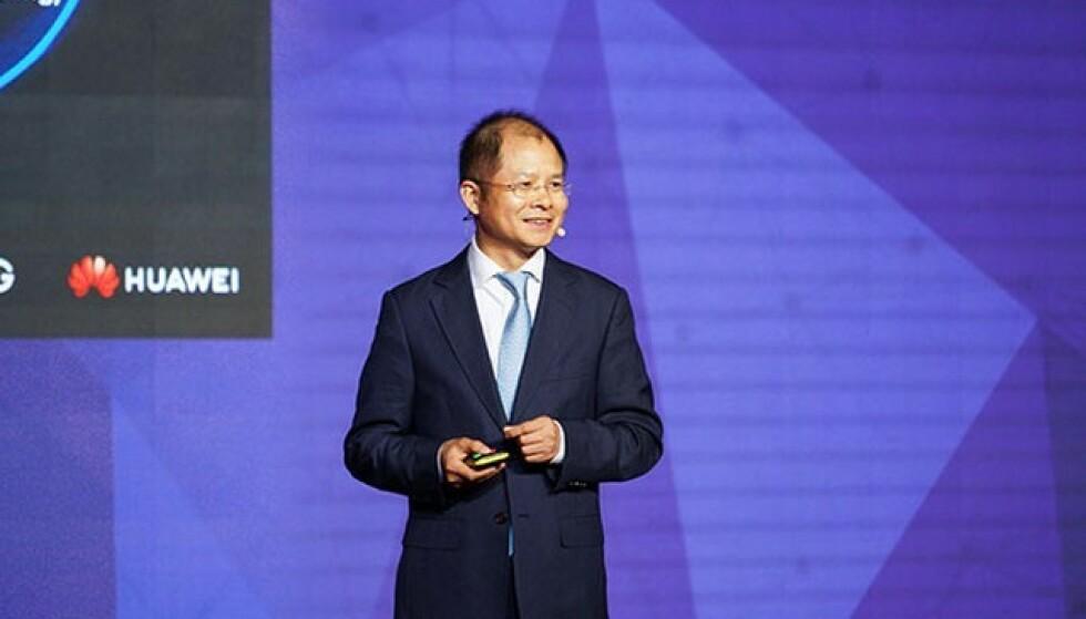 SATSER PÅ ELBIL: Huaweis styreleder Eric Xu har store planer for Huawei i elbilverdenen. Foto: Huawei