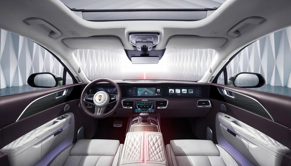 LUKSUS: Materialvalget om bord skal ikke stå tilbake for andre luksusbiler. Foto: Hongqi