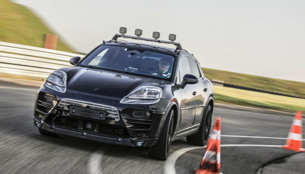 ILLUSJON: Tradisjonen tro, har Porsche klistret på et sett overdådige lykter for å skjule de faktiske detaljene.