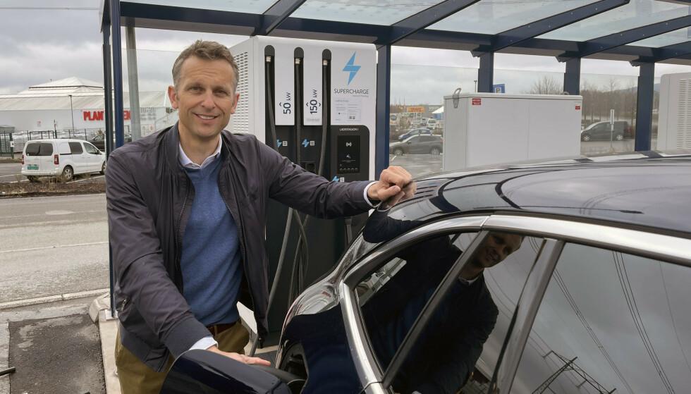VISER VEI: - Tallene viser at elbilene er helt sentrale i kampen for å redusere utslippene kraftig. Her viser Norge vei for resten av verden, sier administrerende direktør i Energi Norge, Knut Kroepelien. Foto: Bjørn Eirik Loftås