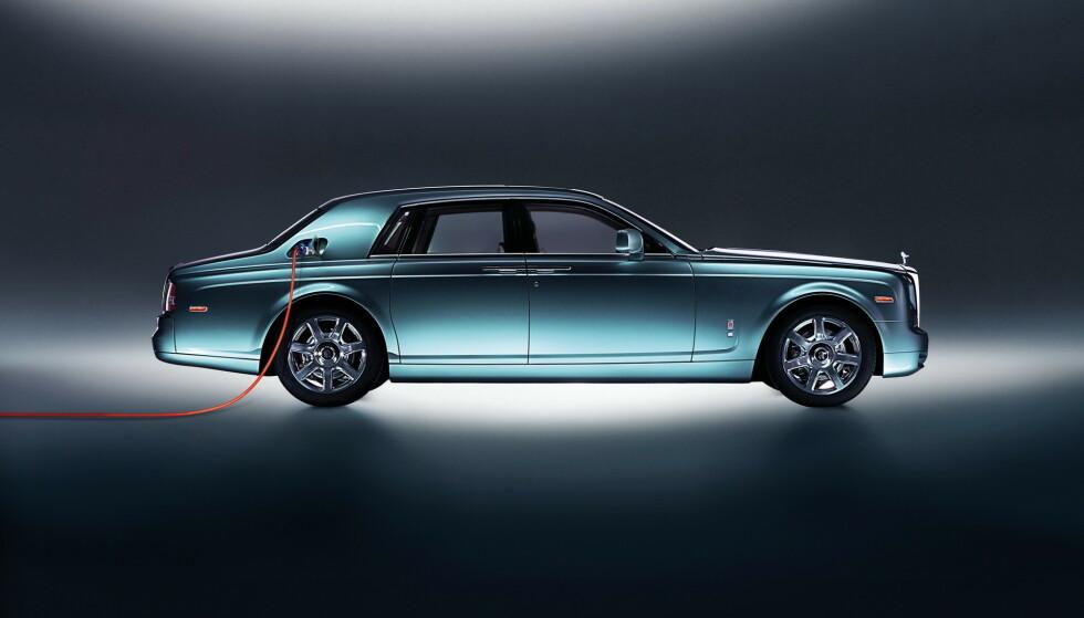 102EX: Allerede i 2011 viste Rolls-Royce fram denne elbilen. 102EX var basert på topputgaven Phantom, men ble forkastet. Denne gangen mener de alvor. Illustrasjon: Rolls-Royce