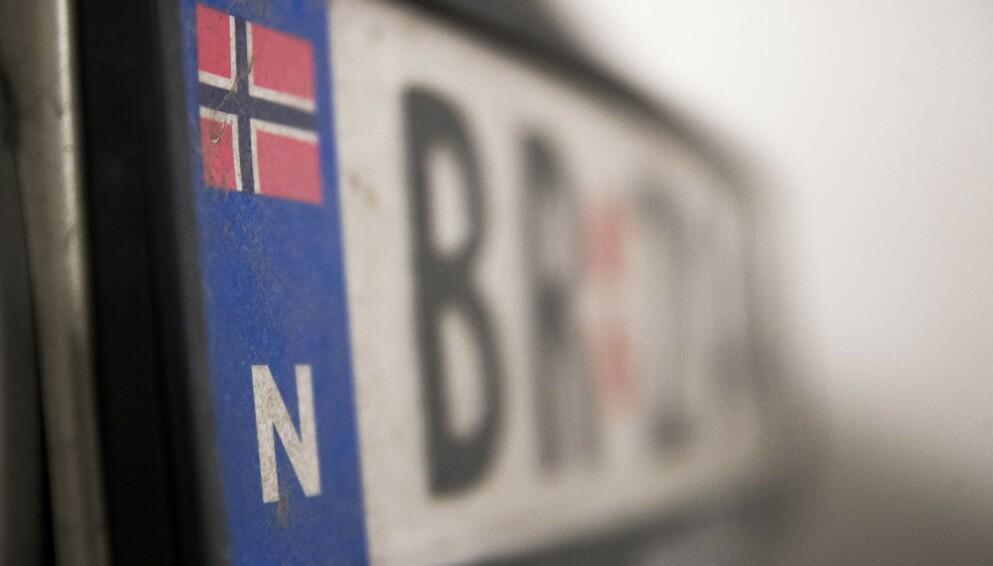 BILSKILT: Snart trenger du kanskje ikke å levere inn skiltene hvis bilen skal avregistreres midlertidig. Foto: Terje Pedersen / NTB