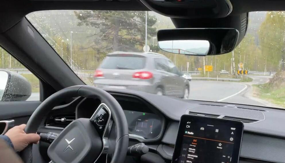 FARLIGE SITUASJONER: To ferske stortingsvedtak vil øke ulykkesrisikoen på veiene, mener Trygg Trafikk. Foto: Bjørn Eirik Loftås