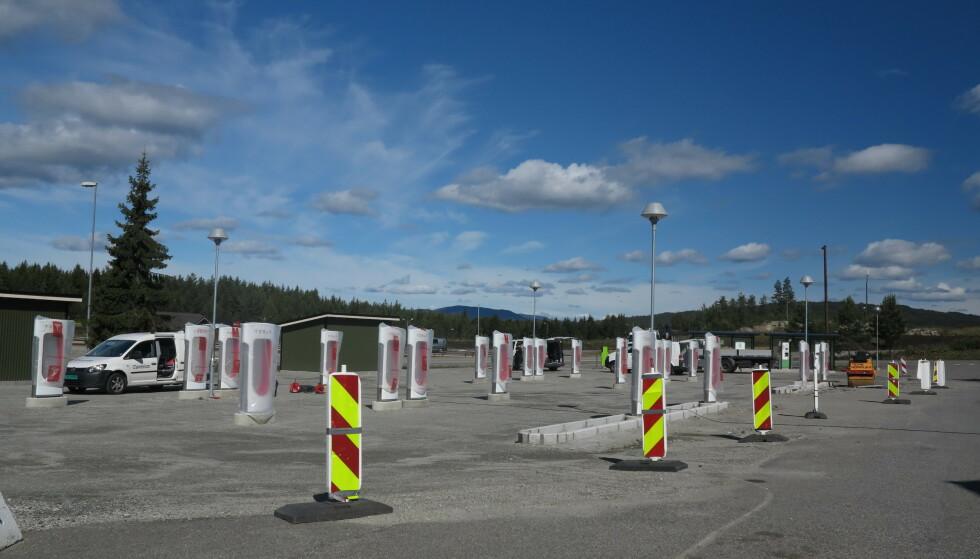 UTVIDER STADIG: Tesla bygger ladere i høyt tempo. Her under oppførelsen av anlegget på Nebbenes. Foto: Fred Magne Skillebæk