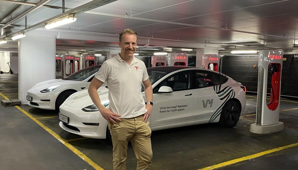 NORDISK LADESJEF: Ole Gudbrann Hempel i Tesla tar imot oss i hovedstadens første City Charger.