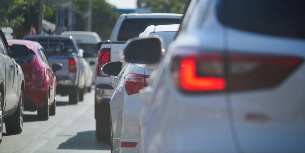 Kø: Forskerne ønsket å finne ut om de smarte fartsholderne lager mer eller mindre kø. Foto: 123rf