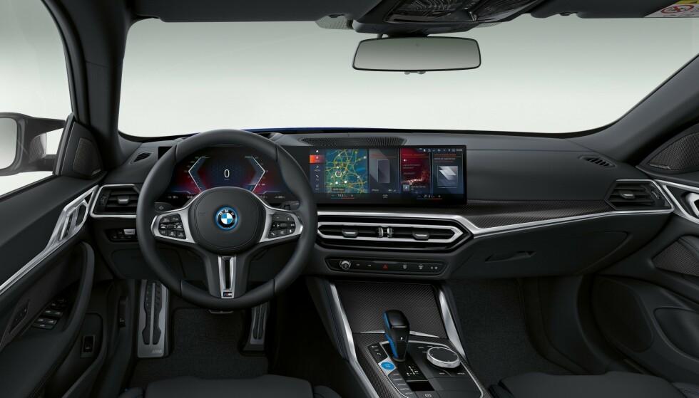 STOR SKJERM: ...og den er hentet fra sin elektriske slektning, den kommende SUVen BMW iX.