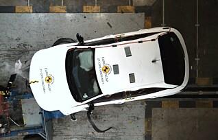 Se Opel Mokka-e smelle i veggen