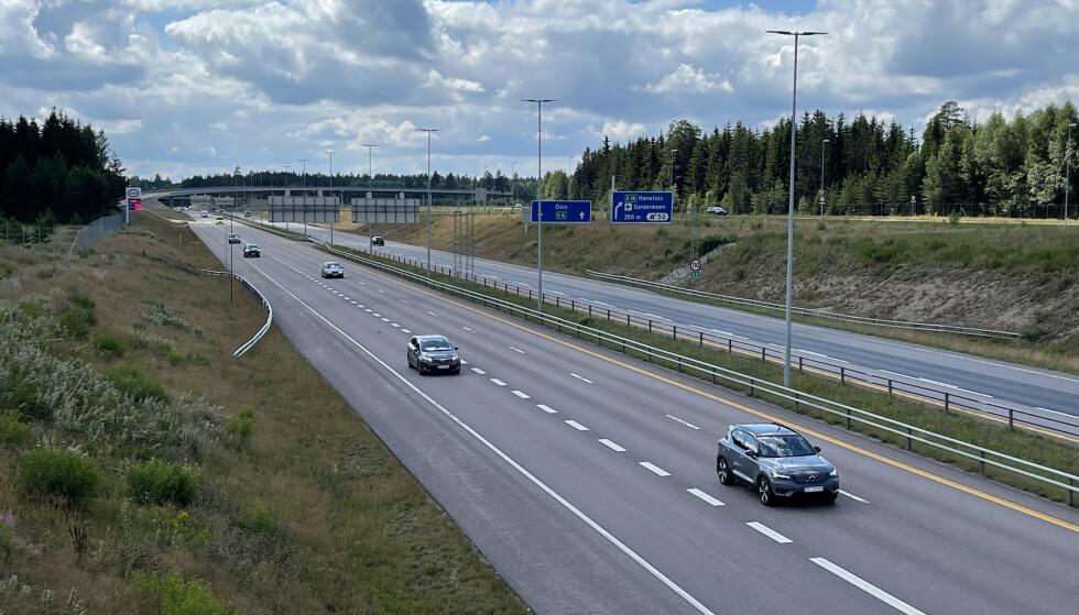 151 KM/T: Her, på E6 ved avkjøringen til Gardermoen, er fartsgrensen 110 km/t. Da ryker lappen normalt ved 151 km/t. Foto: Bjørn Eirik Loftås