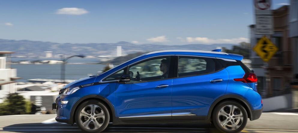 SKJÆR I SJØEN: Opel Ampera-e bør inntil videre ikke lades om natten og bør stå utendørs etter lading, advarer General Motors. Foto: Dinside