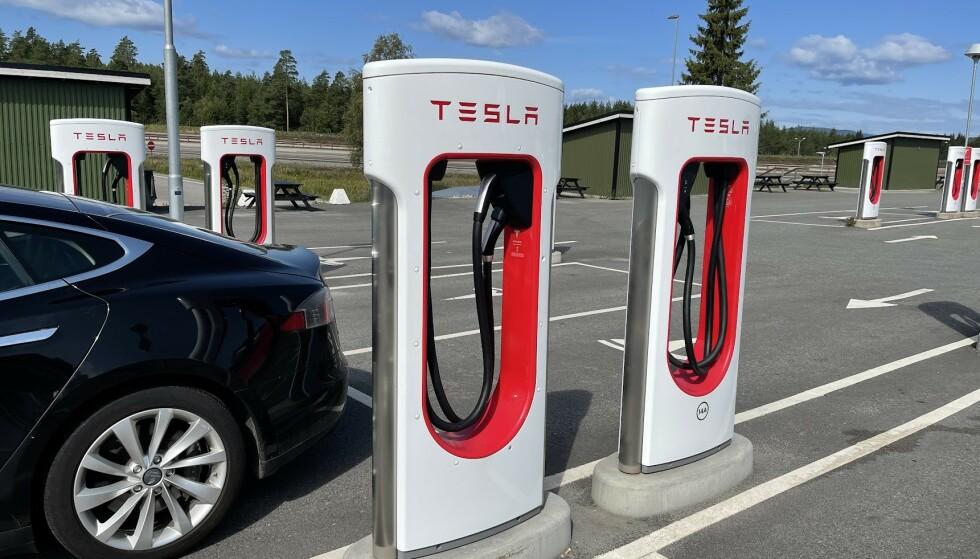 SUPERCHARGER: Tesla har allerede noen av de raskeste lynladerne på markedet, men nå skal de oppgraderes, ifølge Elon Musk. Foto: Bjørn Eirik Loftås