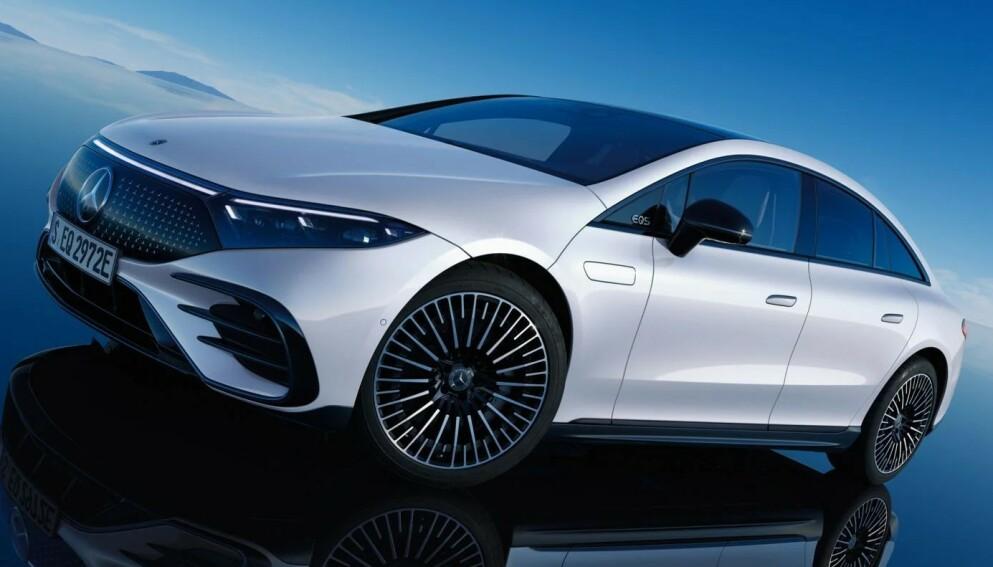KOMMER I SEPTEMBER: Mercedes-Benz EQS leveres med oppgitt rekkevidde på 77 mil. Det er foreløpig rekord, men luksusbilen vil snart få konkurranse fra flere. Foto: Mercedes-Benz