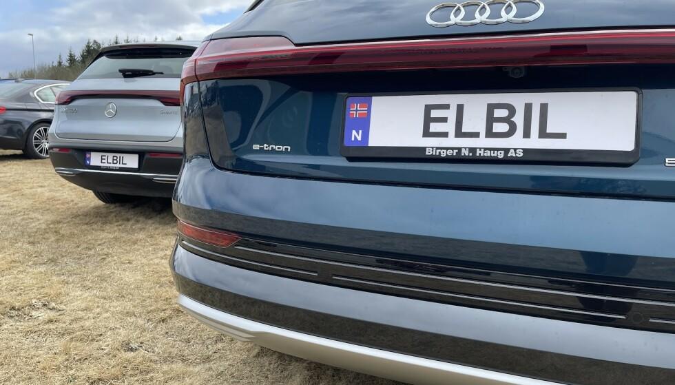 MINDRE SKEPTISKE: Færre er skeptiske til å eie elbil, men fortsatt sier 24 prosent at de er negative. Foto: Bjørn Eirik Loftås