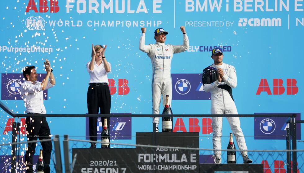 SESONGAVSLUTNING: I sesongens siste løp ble det dramatisk for de fem sjåførene som kjempet om tittelen. Fire av dem røk ut.