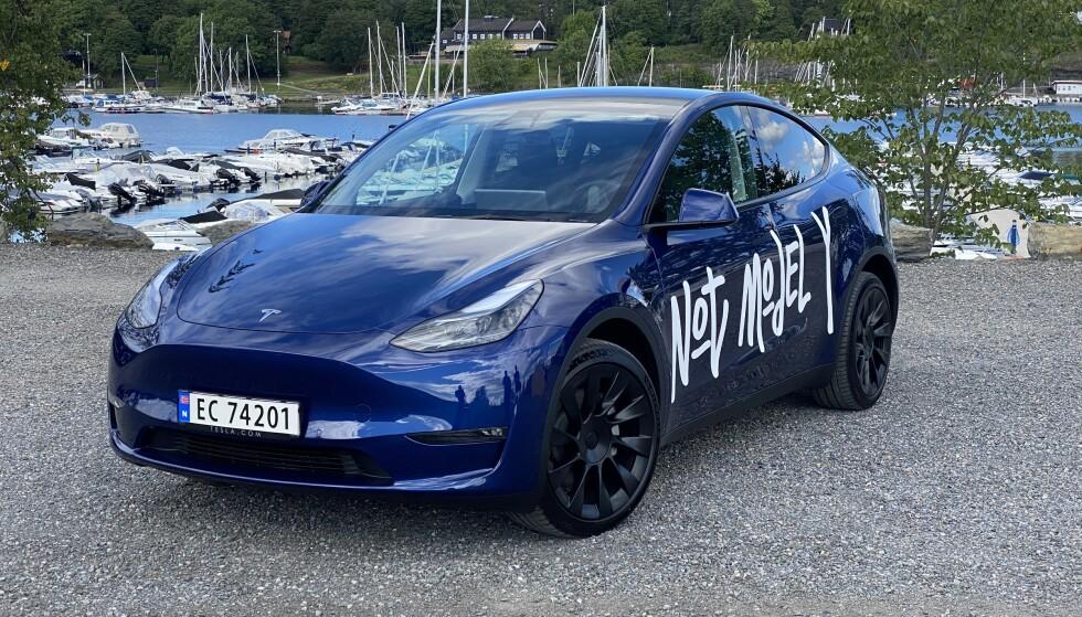 NÆRT SLEKTSKAP: Tesla Model Y har et nært slektskap, og deler plattform med Model 3. Foto: Fred Magne Skillebæk