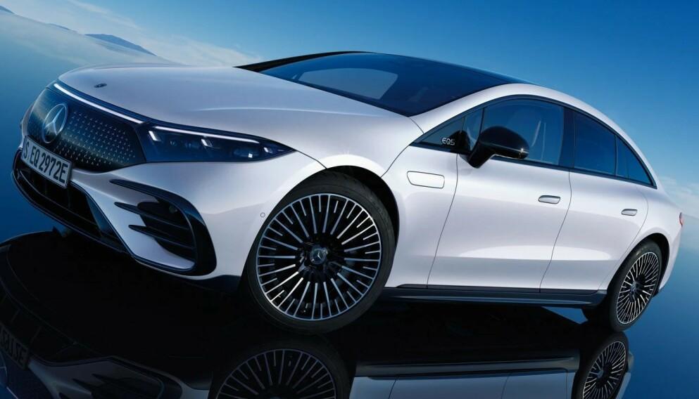 LUKSUSDONING: Mercedes-Benz EQS blir sannsynligvis markedets mest luksuriøse elbil når den snart dukker opp på norske veier. Den blir også den som går lengst mellom hver gang den behøver å lades. Foto: Mercedes-Benz