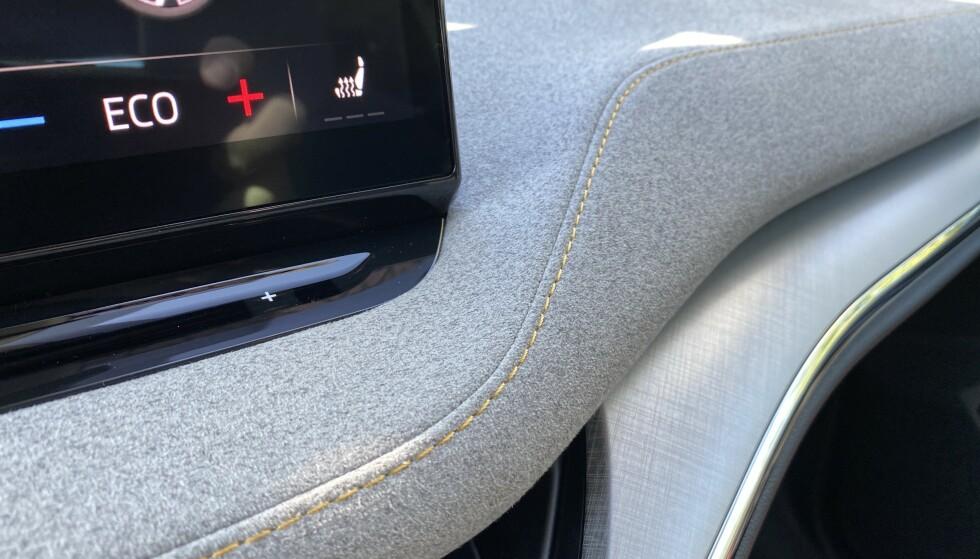 NYTT MATERIALE: Bilen får nå et nytt interiørmateriale som opsjon, mikrofiber med kontrastsømmer. Foto: Fred Magne Skillebæk