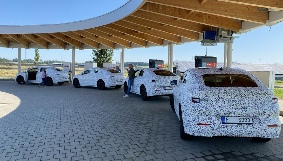 FEM BILER: De fire bilene på bildet er av fire av fem produserte til nå. Foto: Fred Magne Skillebæk