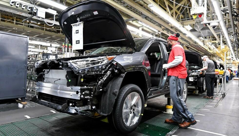 VERDENS STØRSTE: Toyota er verdens største bilprodusent. Her fra produksjonslinjen i fabrikken i Georgetown, Kentucky. Foto: Toyota