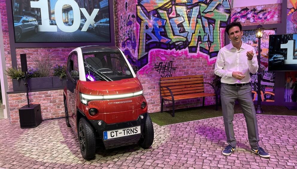KOMPAKT: Elbil24 var til stede da City Transformer ble vist fram under årets IAA-messe i München. Elbilen måler bare én meter i bredden. Men det er bare når den er i bymodus. Foto: Bjørn Eirik Loftås