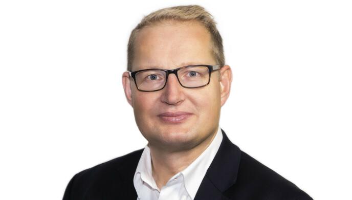 FORSTÅR FRUSTRASJONEN: Carsten Pihl hos Huseierne forstår at det kan være vanskelig å få oversikt over ladeløsningene. Foto: Huseierne