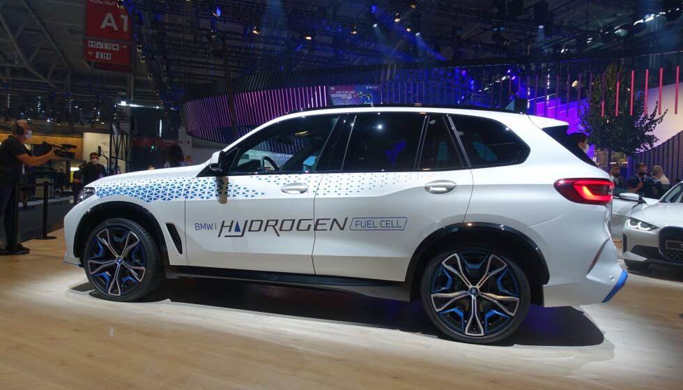 BMW iX5 Hydrogen: Flere produsenter mener hydrogen vil være et godt alternativ til batteri, for enkelte kunder. Foto: Fred Magne Skillebæk