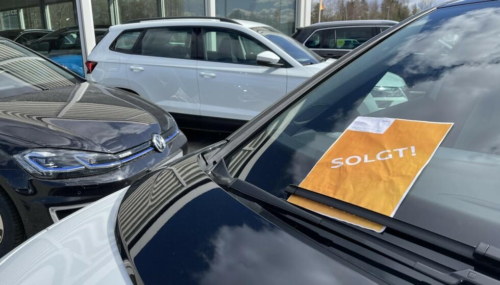 STORT UTVALG: Markedet for brukte elbiler er i sterkt vekst. Akkurat nå ligger det flere tusen biler til salgs på Finn.no og andre salgskanaler på nettet. Foto: Bjørn Eirik Loftås
