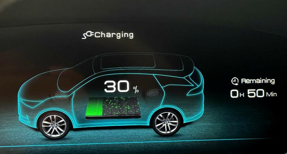 LAD RIKTIG: Hvordan du lader og hvor mye du lader, kan påvirke hvordan kapasiteten i batteriet blir på sikt. Foto: Bjørn Eirik Loftås