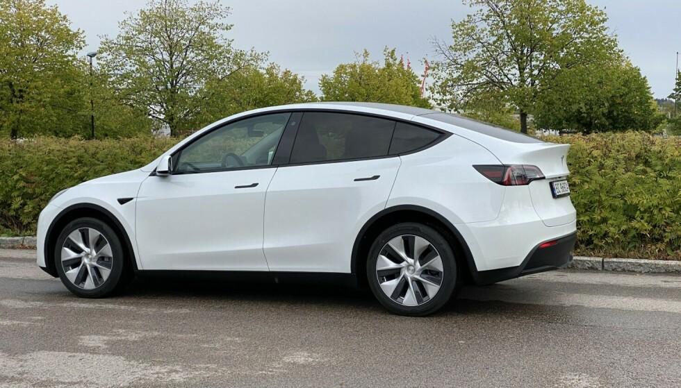 Salget av Tesla Model Y går unna om dagen. Selvkjøringssystemet FSD går det tregere med. Foto: Fred Magne Skillebæk.