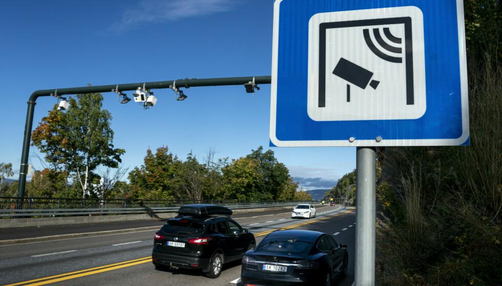 BILLIGERE: Fra i dag blir det billigere å passer bomstasjoner i hovedstaden, men ikke for biler med forbrenningsmotor. Illustrasjonsfoto: Heiko Junge / NTB