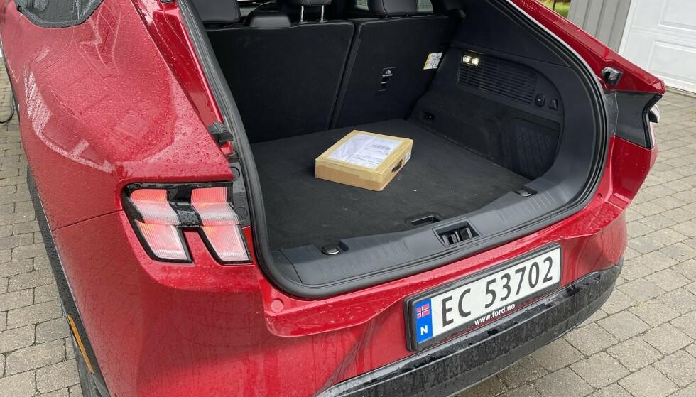 HER LIGGER DEN: Denne postkassen har du med deg, enten du er på jobben, på hytta eller hjemme. Og ja, det er bilens bagasjerom vi snakker om. Foto: Bjørn Eirik Loftås